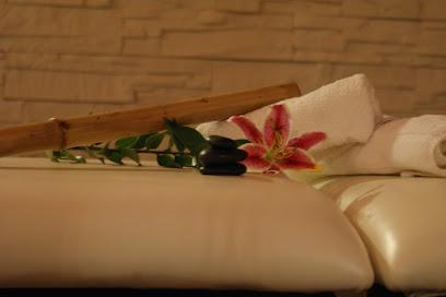 imagen de masajista Masaje y Spa & Tu