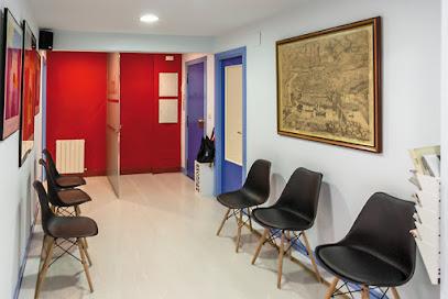imagen de masajista Centro Fisioterapia Santutxu - Fisioterapeutas en Bilbao y a domicilio. Osteopatía en Bilbao.