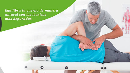 imagen de masajista ⭐️ SaludConTacto ⭐️ Osteopatía y Masaje en Granada