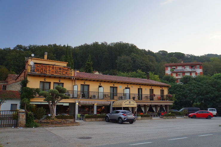 Hostal Mont-Rock Carr. d'Olot, 56, 17856 Castellfollit de la Roca, Girona