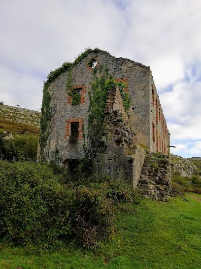 Ruinas del antiguo poblado minero del Sauco