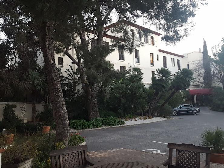 Hotel El Castell Carrer del Castell, 1, 08830 Sant Boi de Llobregat, Barcelona