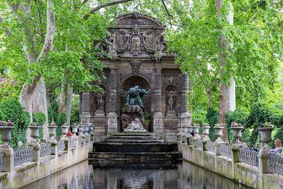 Marie De Medicis Fountain