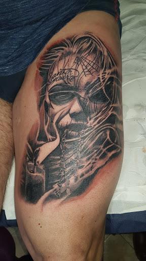 300 Needles Tattoo: Tatuaggi Roma