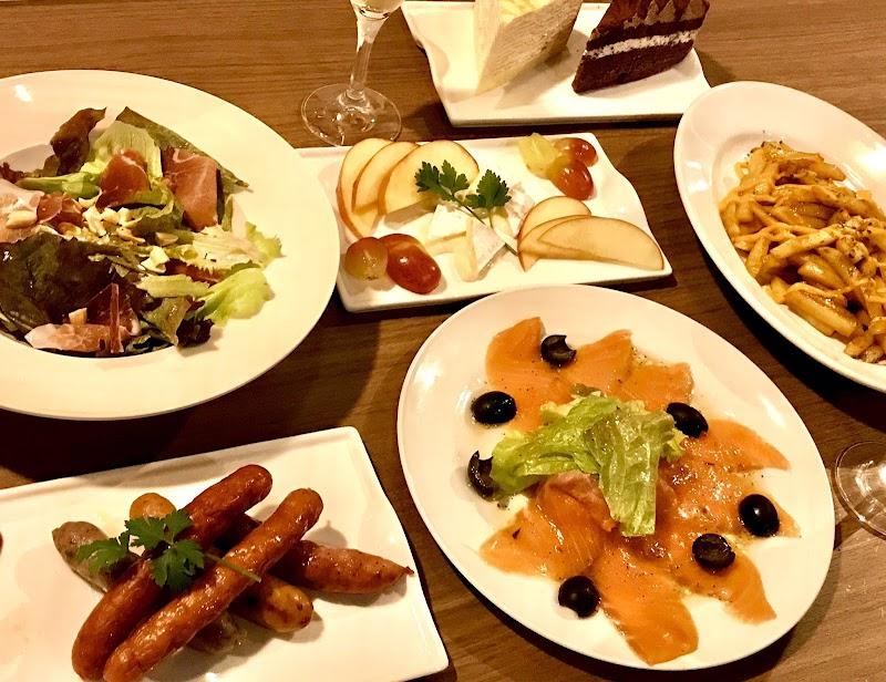TCG / BOARD GAME Cafe & Bar FUN 八重垣ビル地下1階店