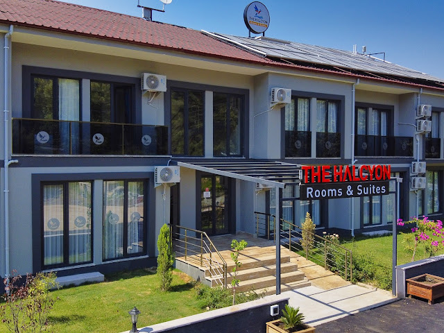 The Halcyon Rooms & Sui̇tes Hotel