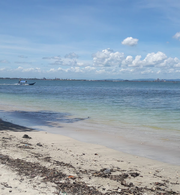 Pantai Pasir Putih Dan Goa Belanda