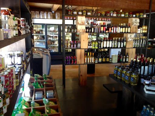 Food Producer Le Marché De Yann et cie, Épicerie, bières, vins et viandes locales in Val-David (Quebec)   CanaGuide