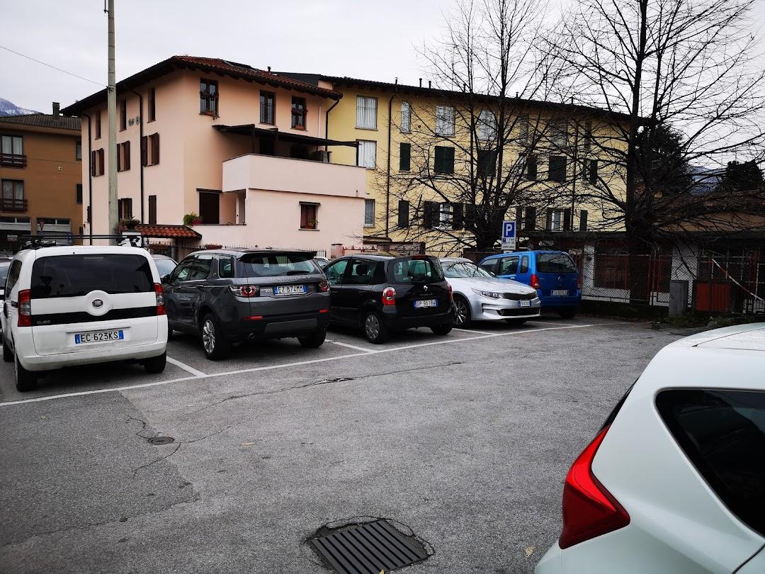 Parcheggio gratuito via Sauro