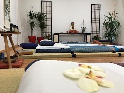 imagen de masajista ShenSations. Masajes, Acupuntura y Shiatsu, en Sevilla