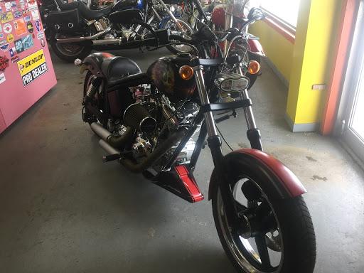 Piéces détachées moto Atelier Lampron à Sainte-Perpétue (QC) | AutoDir