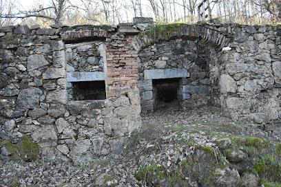Restos Antigua Fábrica De Cal Y Hornos