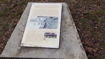 Mahnmal (fuer die Opfer des KZ Niederhagen)