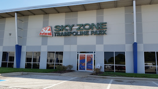 Amusement Center «Sky Zone Trampoline Park - St. Louis (Chesterfield)», reviews and photos, 17379 Edison Ave, Chesterfield, MO 63005, USA