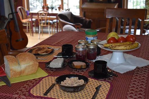 Bed & Breakfast Gite de la renarde à Saint-Félix-d'Otis (QC)   CanaGuide