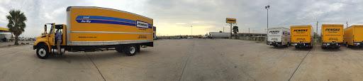 Truck Rental Agency «Penske Truck Rental», reviews and photos