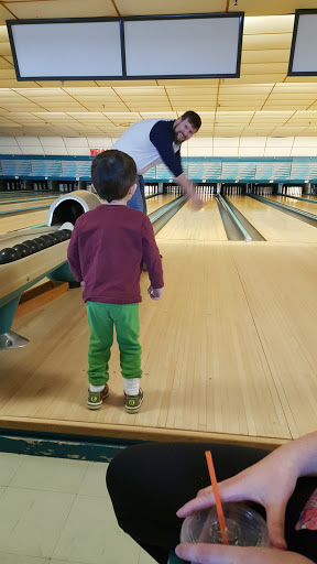 Bowling Alley «Westport Bowling Lanes», reviews and photos, 135 Main St, Westbrook, ME 04092, USA