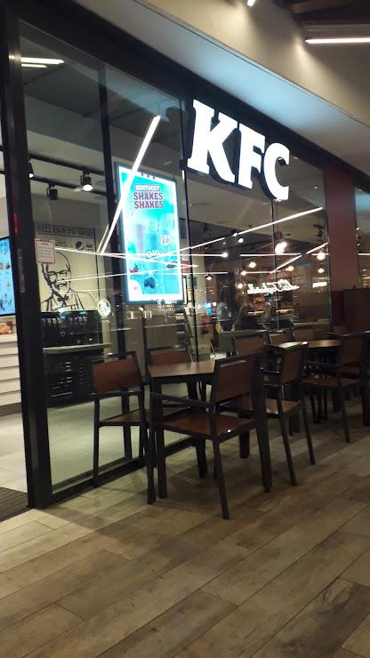 KFC Centro Comercial Finestrelles, Carrer de Laureà Miró, 20, 08950 Esplugues de Llobregat, Barcelona