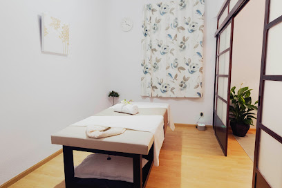 imagen de masajista Kamiraku. oriental wellness