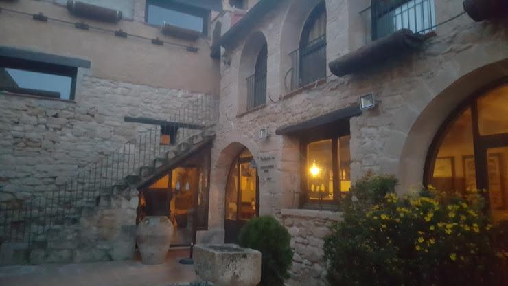 Hotel Restaurante La Garbinada Passeig de les Garrigues, 17, 19, 25160 Granyena de les Garrigues, Lleida