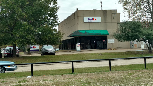 FedEx Ship Center, 121 Enterprise Row, Conroe, TX 77301, Shipping and Mailing Service