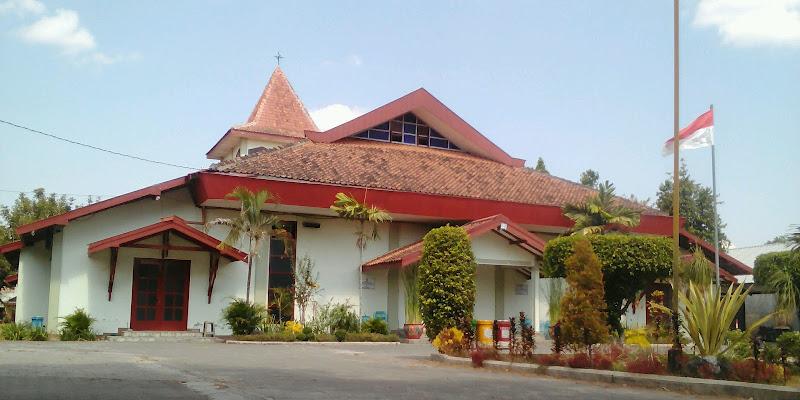 Merah Putih berkibar di Gereja