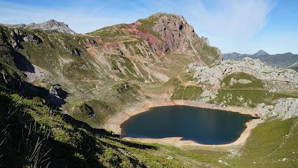 Lake La Cueva