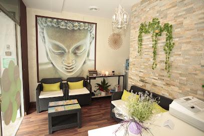 imagen de masajista Elya Therapies - Centro de masajes y terapias alternativas