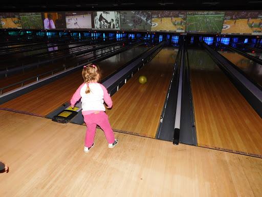 Bowling Alley Bowlmor White Plains Reviews And Photos 47