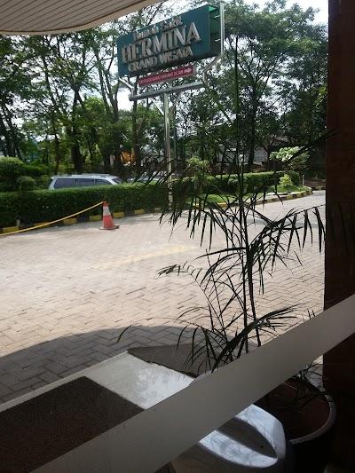 Rumah Sakit Hermina Grand Wisata Jawa Barat Telepon 62