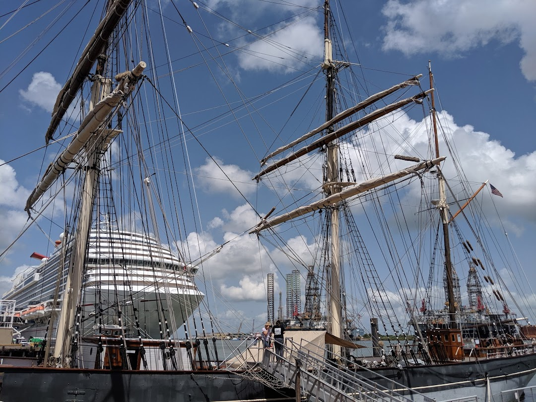Historic Harbor Tours and Dolphin Watch