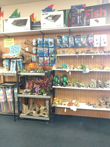 Pet Store «Birds & Beasts Pet Shop», reviews and photos, 35 Berkshire Dr # 18, Crystal Lake, IL 60014, USA