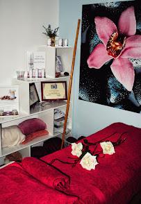 imagen de masajista Centro terapias alternativas y naturales Magno
