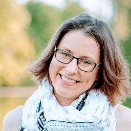 Caroline Eisenhofer - Yoga, Food and Travel