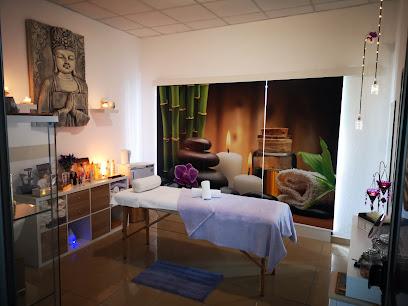 imagen de masajista Amelia Ramos Masajes y Terapias Alternativas