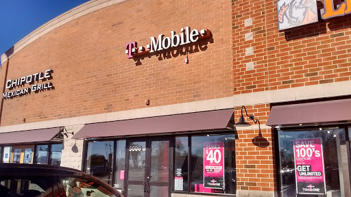 Cell Phone Store «T-Mobile», reviews and photos, 5006 Northwest Hwy b, Crystal Lake, IL 60014, USA