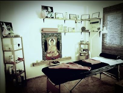 imagen de masajista Nirvana. Centro de quiromasaje terapéutico y deportivo