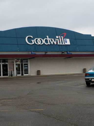 Goodwill Industries of Greater Cleveland & East Central Ohio, 260 Bluebell Dr NW, New Philadelphia, OH 44663, USA, Thrift Store