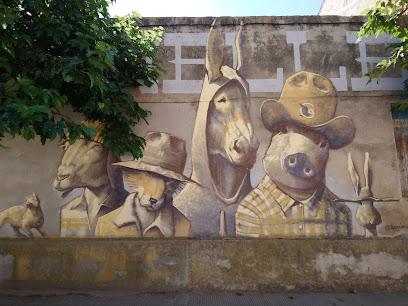 Murals a les parets de les cases.