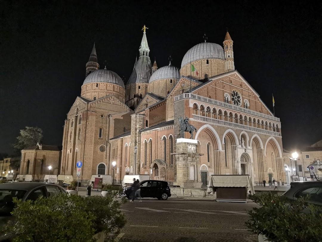 Basilica di SantAntonio di Padova nella città Padova