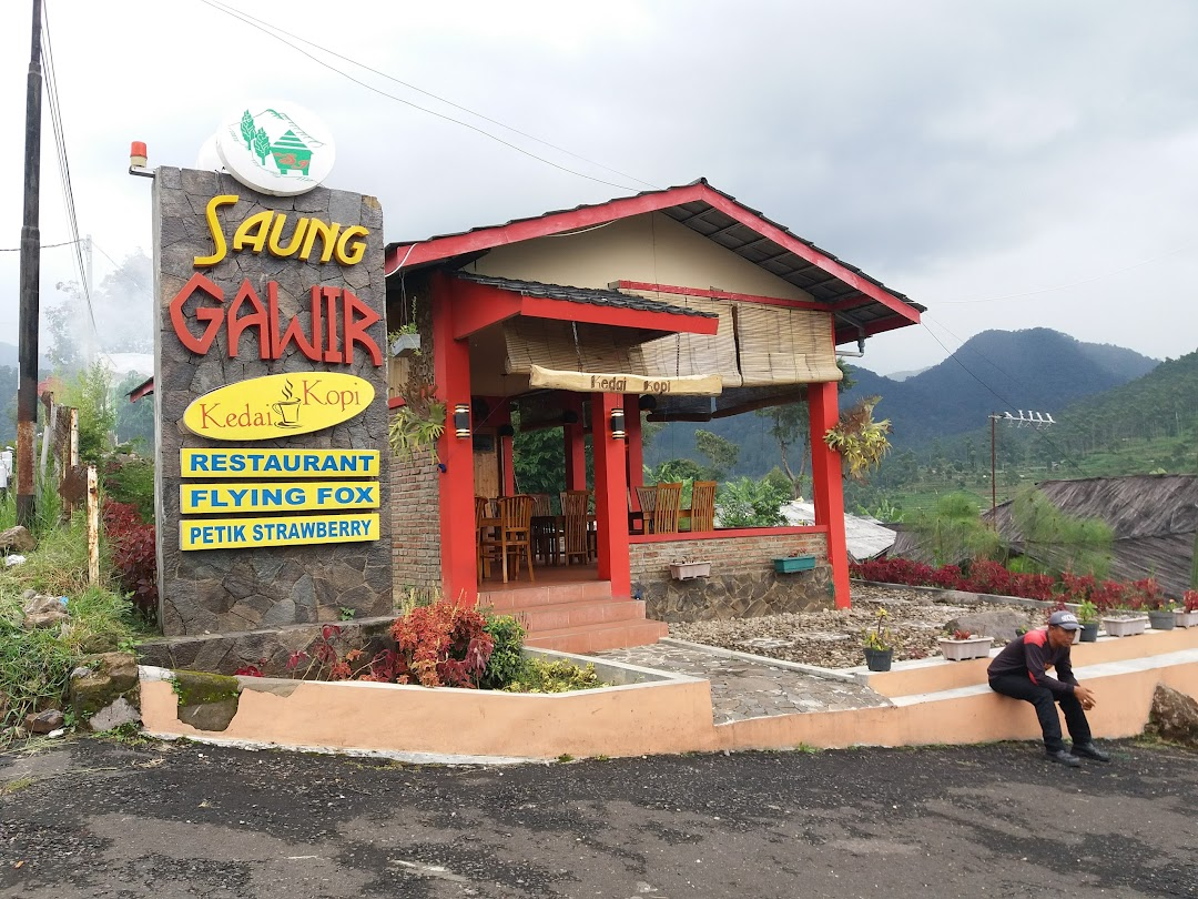 Restoran di Ciwidey Saung Gawir