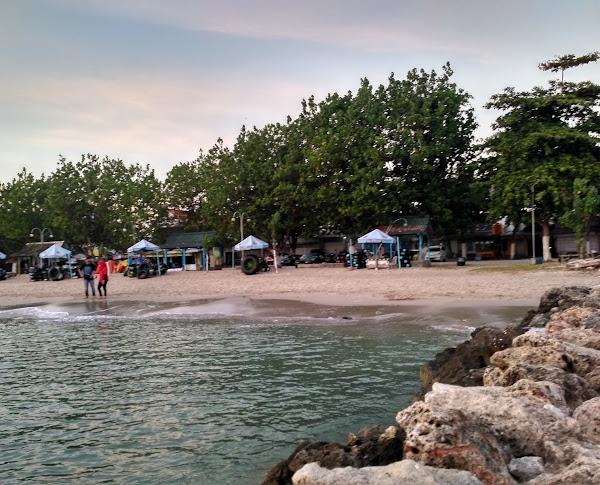 Wisata Pasir Putih Pantai Dalegan
