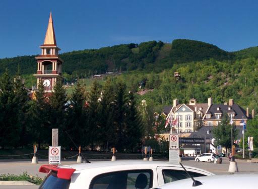Centre des Congrès Quartier Tremblant – Camp de base à Mont-Tremblant (QC) | CanaGuide