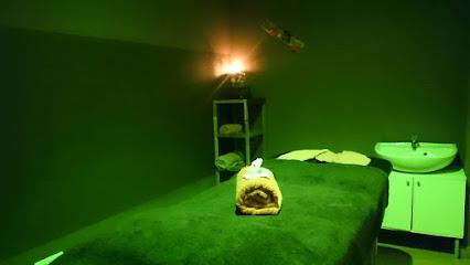 imagen de masajista Terapias Armonía