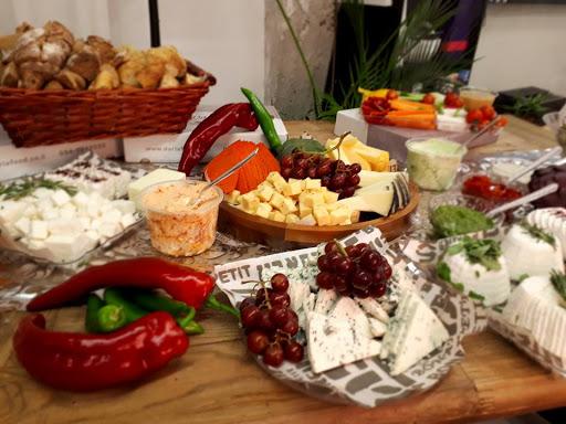 דריה קייטרינג ומגשי אירוח - קייטרינג חלבי, מגשי אירוח, מגשי פירות טריים