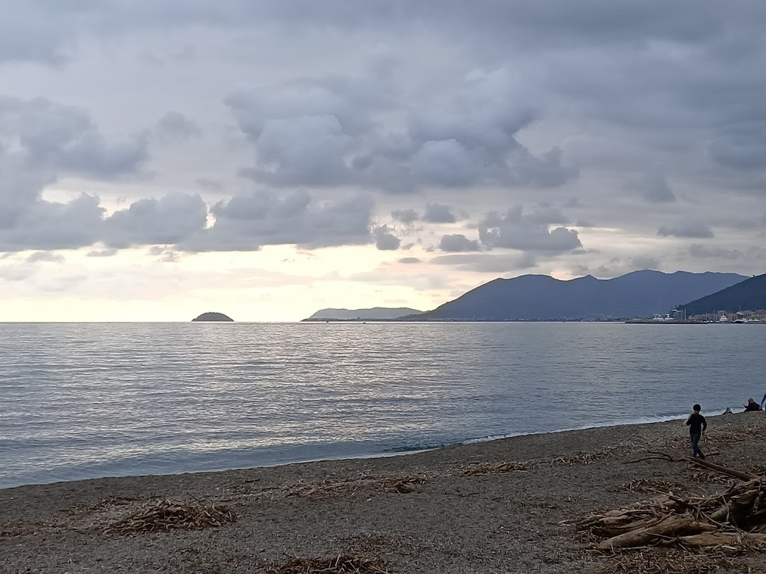 Spiaggia Libera Di Pietra Ligure