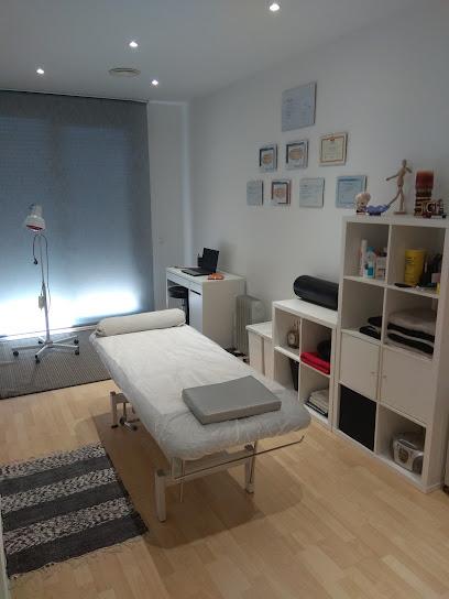 imagen de masajista Centro de osteopatía y masajes HELIKE