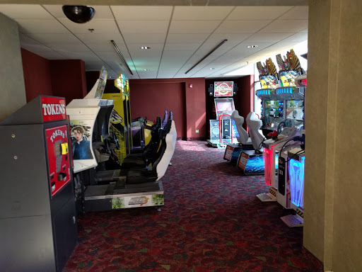 Movie Theater «Regal Cinemas Crystal Lake Showplace 16», reviews and photos, 5000 Northwest Hwy, Crystal Lake, IL 60014, USA