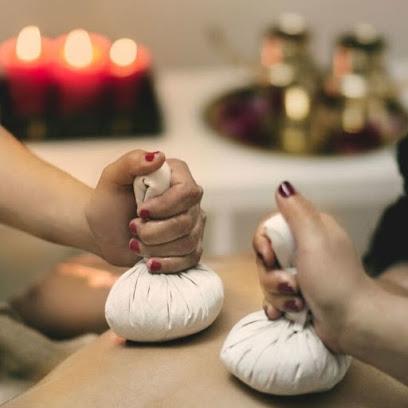 imagen de masajista Centro de Terapias Alaya