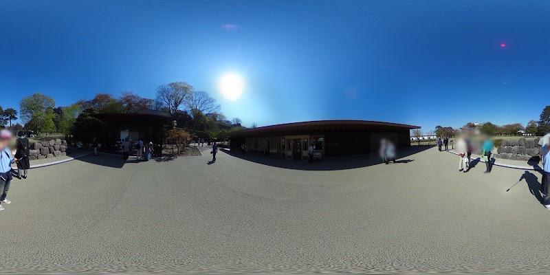 鶴の丸休憩館